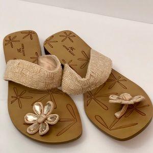 NWOT  Anne Klein beaded Chrystal flower sandals 10